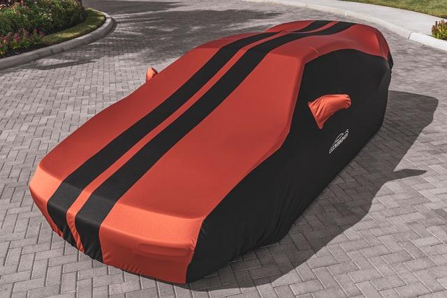 rot-schwarze Autoschutzdecke